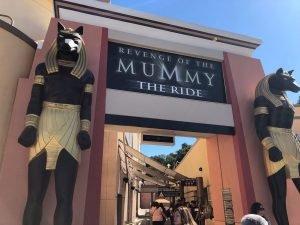 Conheça  templos Egipcianos sombrios na New York da Universal Studios 6
