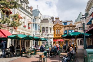 Conheça os incríveis shows e atrações na  Main Street da Disneyland Paris 8