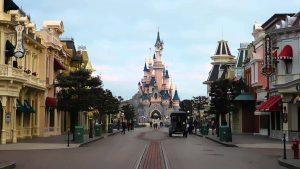 Conheça os incríveis shows e atrações na  Main Street da Disneyland Paris 28