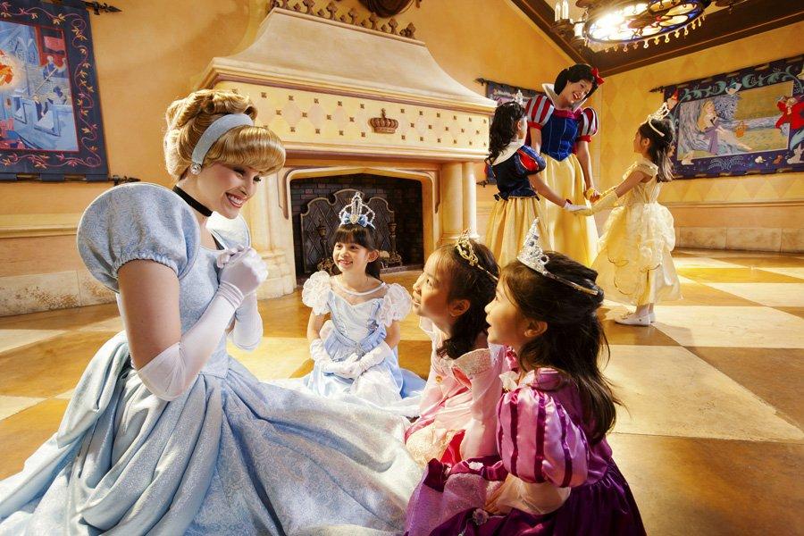 Conheça a mágica Fantasyland da Disneyland Hong Kong 42